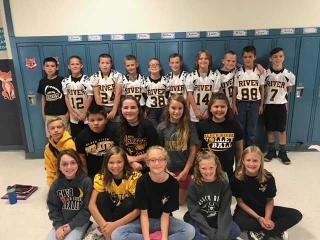 5th grade students showing spirit